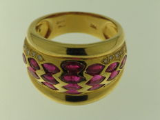 18 kt yellow gold, 0.14 ct diamonds, 3.35 ct rubies, ring size 12 - no reserve price