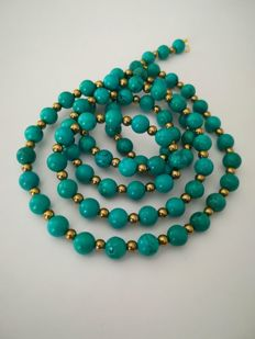 19.2 kt – Turquoise necklace, gold ring clasp, with hematite