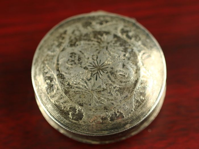 Silver peppermint / pill box, the Netherlands, mid 19th century