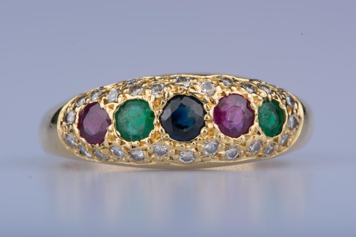 Ring in 18 kt yellow gold with emerald, sapphire, rubies and diamonds; Size: EU: 56 US: 7 1/4