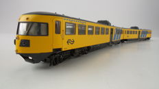 Artitec H0 - 20.211.01 - Diesel electric train set DE-2 Oost - NL ''Blue Angel'' of the NS, in yellow livery with advertising banners