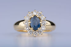 18 kt yellow gold ring 6 diamonds of approx. 0.72 ct; 1 central sapphire of approx. 0.80 ct