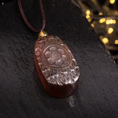 Myanmar amber pendant six words mantra'carved; length: 40-70 cm.No reserve price