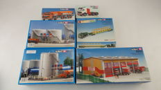 Kibri Scenery H0 - 9830/9832/9203/51164/10660/11076 - 6 construction sets for industrial buildings and trucks near these buildings
