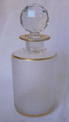 Large perfume bottle in Saint Louis frosted crystal, gilded with fine gold line, France, circa 1900