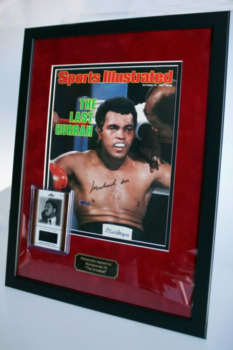 """Sports Illustrated"" cover with Muhammad Ali, original and signed + a piece of his worn clothes in limited edition + certificate of authenticity"