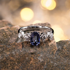 Sapphire, diamond, 18K gold ring. Gemstone weight: 1.01 CT. Ring Size: US 6.5, France 53, China 13, diameter 16.9 mm.