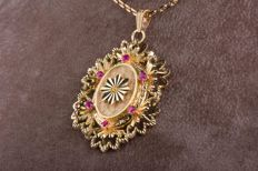 18 kt yellow gold pendant, 6 rubies of approx.  0.24 ct total