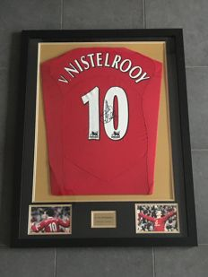 Ruud van Nistelrooy signed and framed retro Manchester United home shirt 2004-2005 with photos of the moment of signing and COA