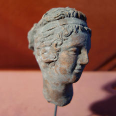 Woman's head with tiara and bun - dimensions: 130 mm