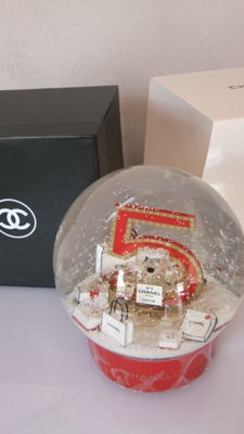 Chanel - Snow dome