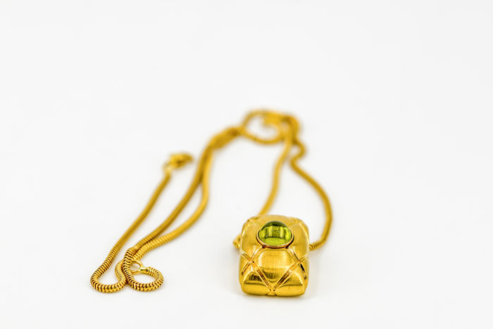 MONT BLANC 18 kt Yellow Gold Pendant with Peridot, Pendant size: 2.3 cm x 1.4 cm with chain