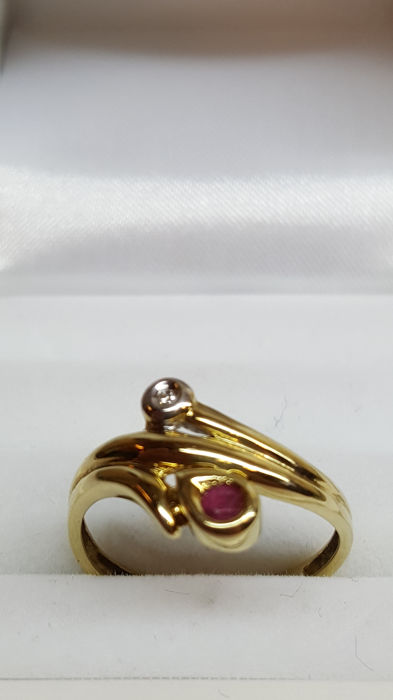 14 kt yellow gold women's ring set with diamond and ruby, size 18