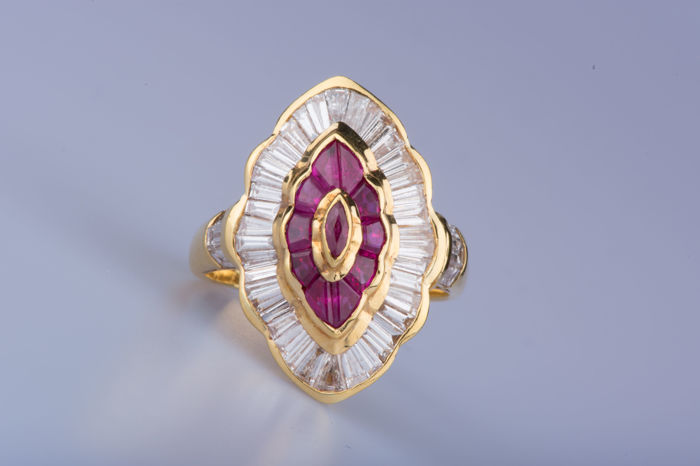 18 kt yellow gold ring, 45 baguette-cut diamonds, 10 baguette rubies, 1 central navette ruby