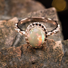 Opal, 18K gold ring. Gemstone weight: 1.23 CT. Ring Size: US 6.5, France 53, China 13, diameter 16.9 mm.