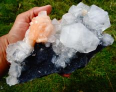 Fine apophyllite crystal with stilbite on black chalcedony matrix - 21 x 10 cm - 1290 gm