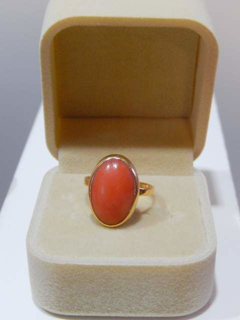 Ring in 18 kt yellow gold and red Mediterranean coral