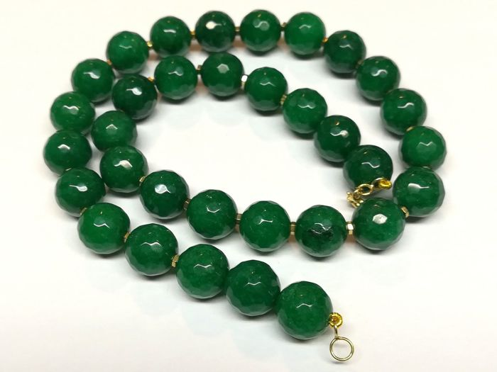 19.2 kt – Faceted Emerald necklace with gold ring clasp