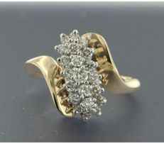 ****NO RESERVE PRICE**** 14 kt bicolour gold ring set with 21 brilliant cut diamonds of approx. 0.60 ct in total - size 17.25