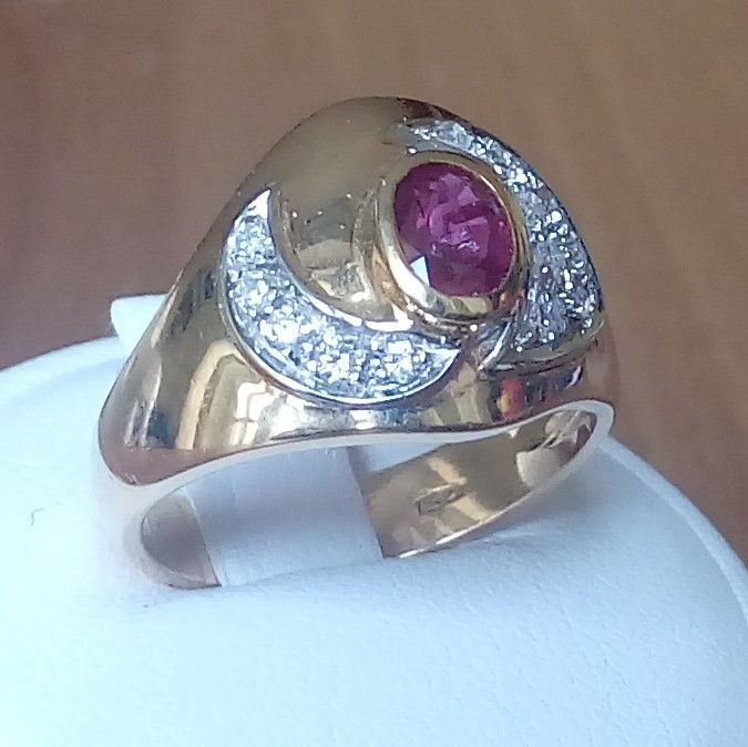 18K gold ring with ruby and diamonds; Finger size: 54,5
