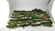 H0-Trees scenery package with +/-200 deciduous trees, different kinds of deciduous trees and sizes for the model railroad