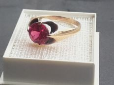 Beatiful 14k gold ring with a 2ct ruby, year 1974, size 18.40mm/ 2.33g***no reserve