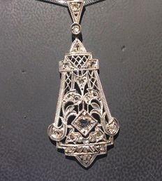 Art Deco pendant in gold and diamonds