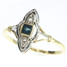 Art Deco engagement ring with a natural sapphire and diamonds, anno 1930
