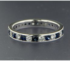 ****NO RESERVE PRICE**** 14 kt white gold full eternity ring set in a rail setting with brilliant cut sapphire and diamond, approx. 1.82 ct in total