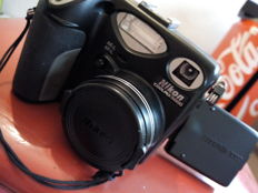 NIKON coolpix 5000 with fast charger EH-21