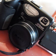 NIKON coolpix 5000 with fastcharger EH-21