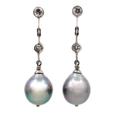 Long earrings featuring South Sea pearls and 0.35 ct Old European Cut Diamonds in 14k white Gold.