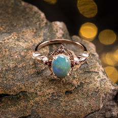 Opal, 18K gold ring. Gemstone weight: 1.05 CT. Ring Size: US 6.5, France 53, China 13, diameter 16.9 mm.