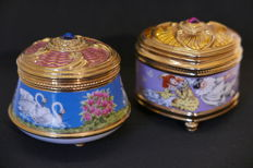 """Two music boxes in porcelain gilded in fine gold 24 k House of Fabergé, models """"Swan Lake"""" et """"Pulcinella"""""""