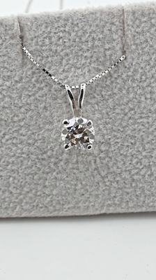 0.80  ct SI1  round diamond pendant in 14 kt white gold