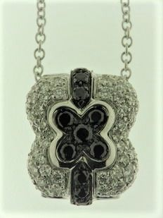 18 kt white gold with diamonds totalling 1.30 ct, chain length: 40 cm Pendant size: 1.5 cm