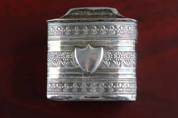 Silver scent box - very detailed floral patterns with shield, presumably Hermanus Ament, Joure, 1833-1873