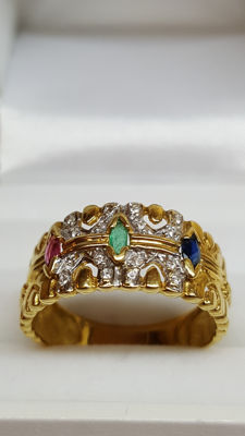 14 kt yellow gold antique ring set with various gemstones