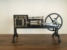 Sectional steel model of a horizontal steam engine with handle for turning - Max Kohl - Chemnitz, Germany - ca. 1900