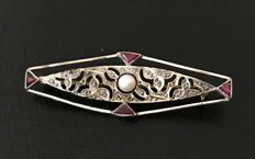 Art Deco brooch in 14 kt white gold