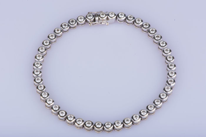 18 kt white gold bracelet with approx. 44 diamonds 2.22 ct in total