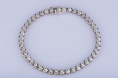 18 kt white gold bracelet with 44 diamonds approx.  2.22 ct in total