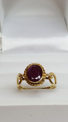 14 kt yellow gold antique ring set with approx. 1 ct ruby