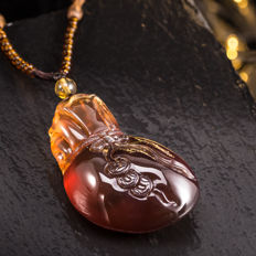 Natural Burma amber carving pendant. Weight: 31 G. Size 61.5-35mm.