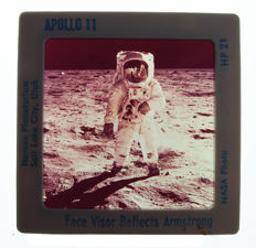 NASA: large collection of slides: moon landing and Apollo flights to the moon, including OSRAM DIASTAR200 slide projector with built-in screen