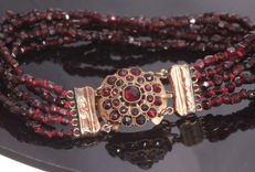 Antique garnet bracelet - 5 strands - 14 kt gold clasp with safety chain - 19 cm