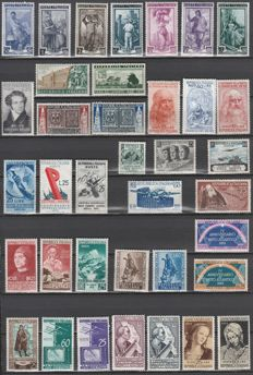 Republic of Italy 1952-1955 - 28 Complete series from the period.