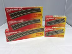 Fleischmann H0 - 6111 (1x), 6133 (1 x complete, 2nd packaging partly), 6138 (5x) Curved track: 27 pieces and uncoupler track 5x (2417)
