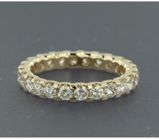 14 kt yellow-gold full eternity ring, set with 24 brilliant-cut diamonds of approx. 1.62 in total, ring size: 17 (53)