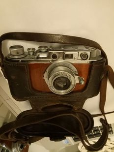 Russian copy of a Luftwaffe camera with leather case